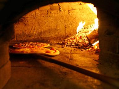 Idee per vendere pizze cotte con il forno a legna - Notizie.it
