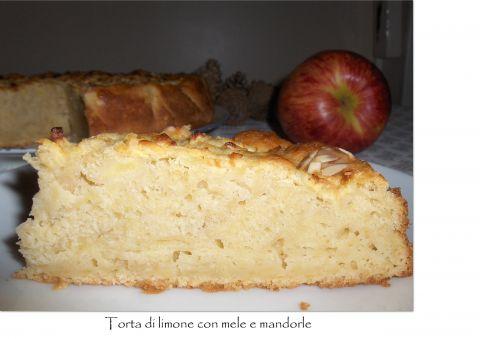 Torta di limone con mele e mandorle