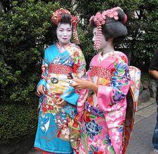 Vestirsi come una geisha for Vestito tradizionale giapponese femminile