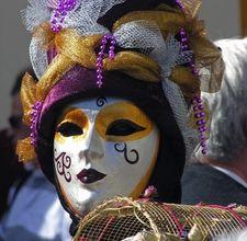article page main ehow images a07 dn 48 make venetian papiermache mask 800x800