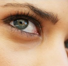 article page main ehow images a03 7g dm have beautiful eyelashes eyebrows using 800x800