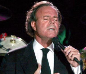 http://www.notizie.it/wp-content/uploads/2012/02/julio-iglesias.jpg