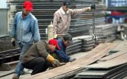 Un gruppo di lavoratori all'opera