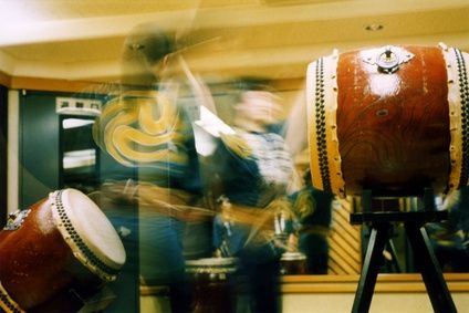 article new ehow images a02 0q jf buy japanese taiko drum 800x800