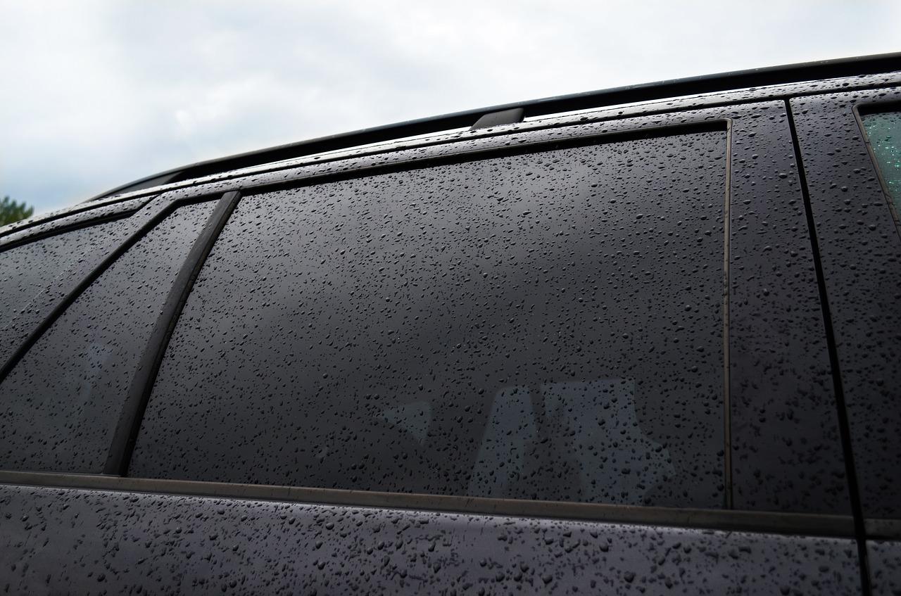 Pulire I Vetri Con Aceto come rimuovere i depositi di calcare dal vetro dell'auto