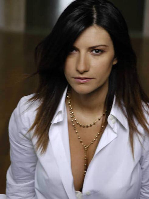 laura pausini look scialbo1