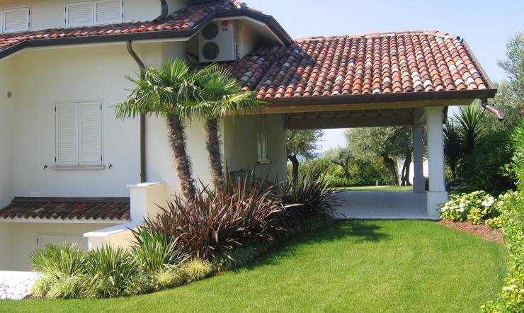 Bella villa con giardino circostante - Foto ville con giardino ...