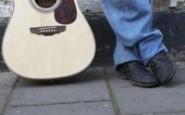 Come togliere le macchie blu dei jeans dalle scarpe