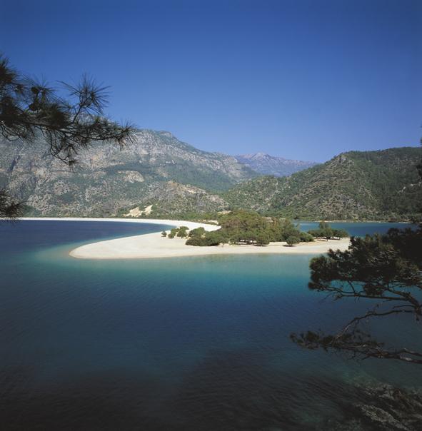TURCHIA – Premiate le spiagge della Turchia con 355 bandiere blu