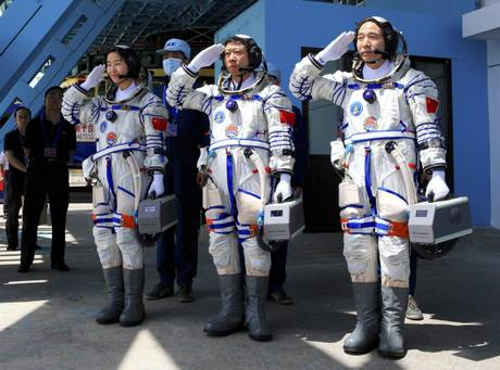 Shenzhou-9 Chinese astronauts