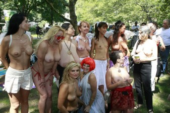 topless-day-new-york-city