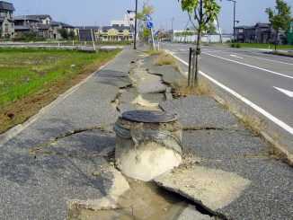 Chuetsu_earthquake-earthquake_liquefaction1