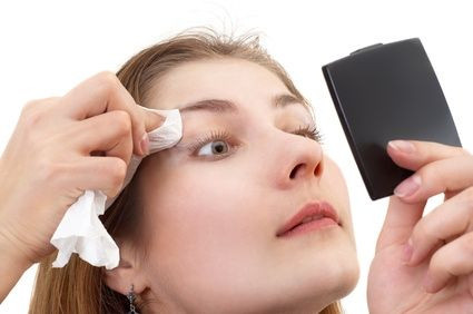 article new ehow images a06 2p uf remove waterproof makeup 800x800