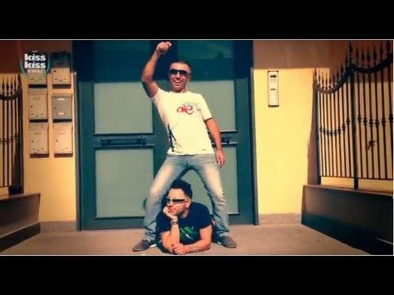 il duo i tappi durante le riprese del video di t'agga 'ncatastà