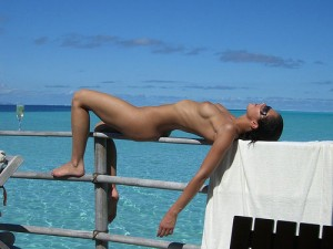 adrianne curry topless twitter 300x225