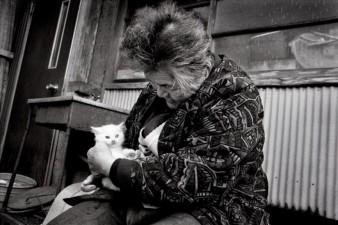 Fukumaru e nonna Misao fotografati da Ihara