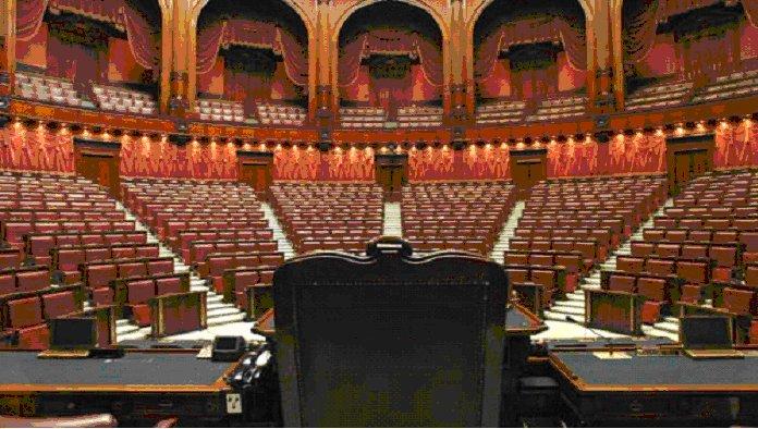 parlamento in ferie