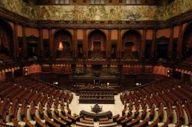 Seduta alla Camera contro il femminicidio, presenti un centinaio di deputati