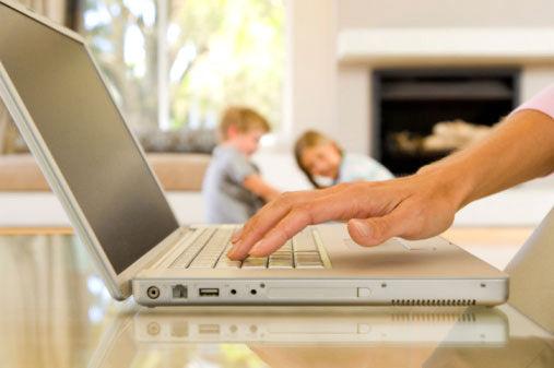 mamma prova a vendere i figli su internet