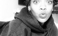 rihanna-kissy-selfie