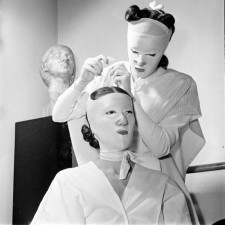 550x550x1940s_beauty_treatments.jpg.pagespeed.ic.DhIyvJJNAc