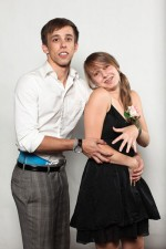 funny-prom-photo-awkward-couple
