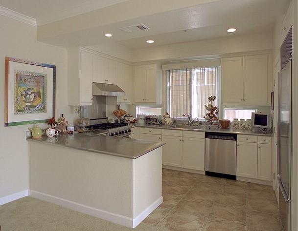 Semplice e gradevole cucina bianca - Notizie.it