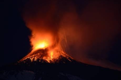 Etna: picco eruzione dopo alba, fontane di lava ora 'spente'