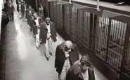 li ultimi prigionieri di Alcatraz mentre vanno via, 1963