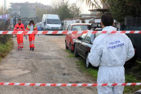 Duplice omicidio Latina: caccia all