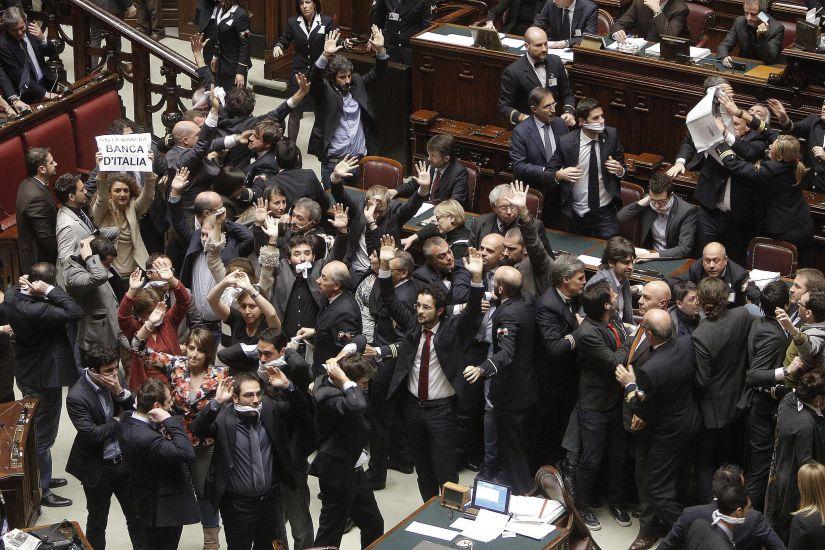 Caos alla Camera, proteste e occupazioni dei grillini