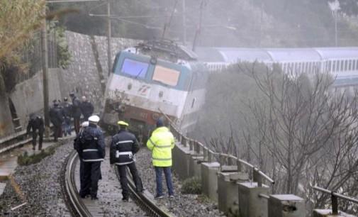 Treno deraglia per maltempo in Liguria