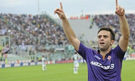 Giuseppe Rossi celebrates scoring during Fiorentina