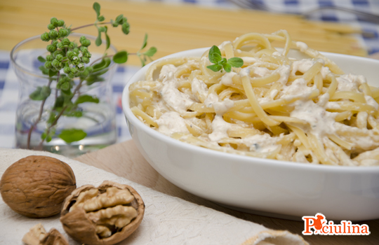 Pasta-al-pesto-di-noci