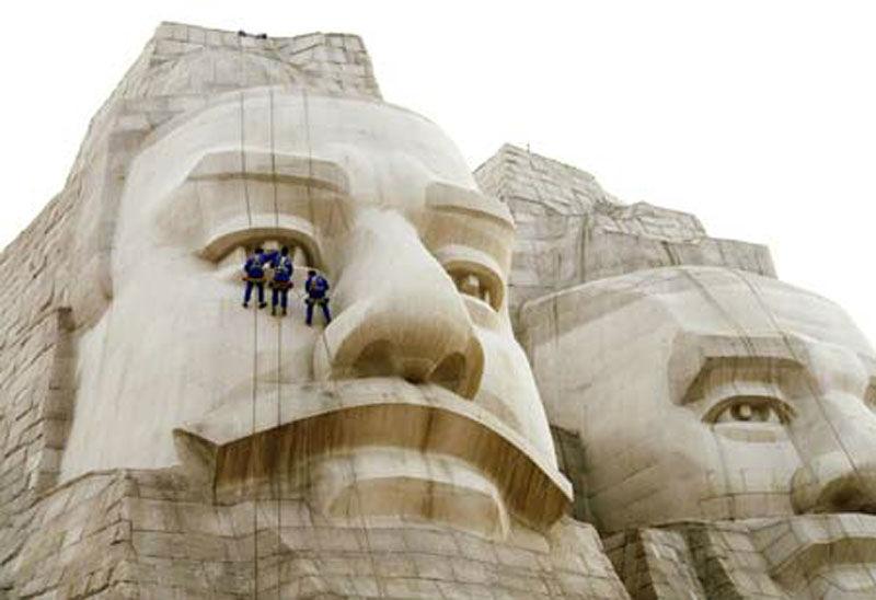 Statua-degli-Imperatori-Yan-e-Huang
