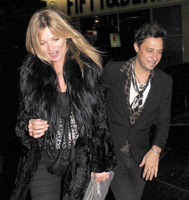 Kate Moss ubriaca dopo una festa, ecco le foto