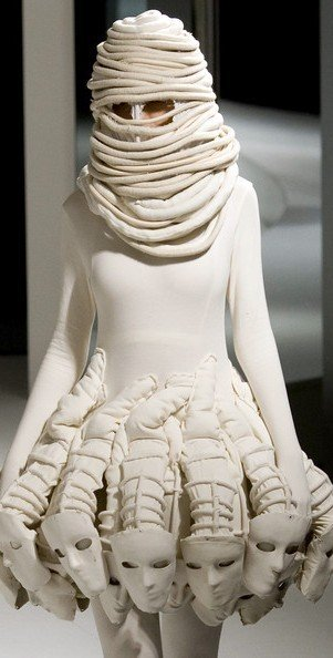 301x594xhong_kong_fashion_week10.jpg.pagespeed.ic.tOHssTgWuv