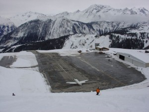 670x502xCourchevel-Airport-France.jpg.pagespeed.ic.5JEwOfMJlm