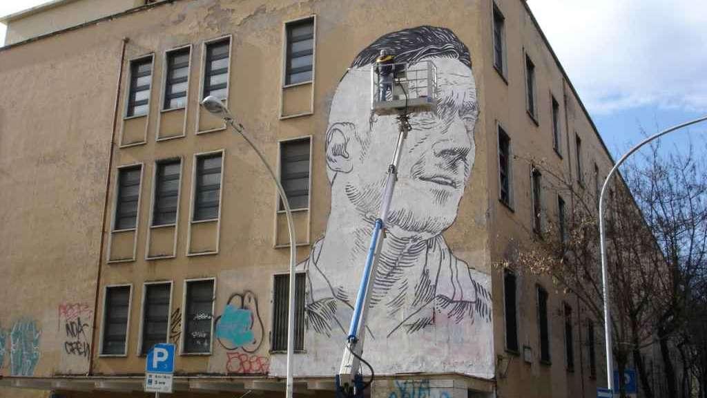 img1024-700_dettaglio2_Il-murales-gigante-sulla-scuola-di-Francesco-Totti-9