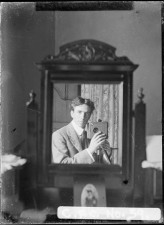 old-selfies-small-mirror