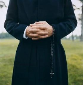 sacerdote-280x2841