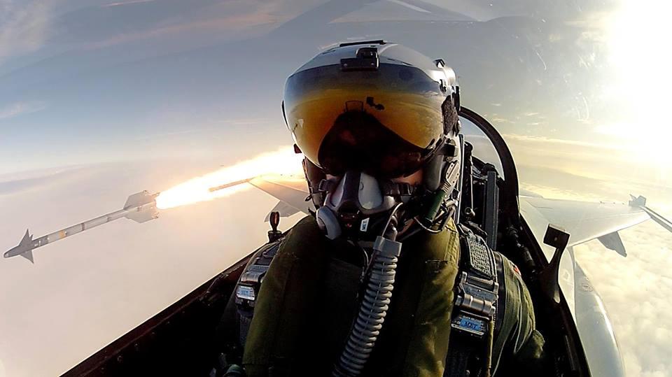 Aereo Da Caccia Piu Forte Del Mondo : Selfie pilota caccia aereo missile le più