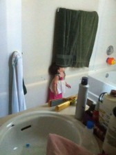 605x810xhide-and-seek-funny-kids-24.jpg.pagespeed.ic.Zv3740fpl7