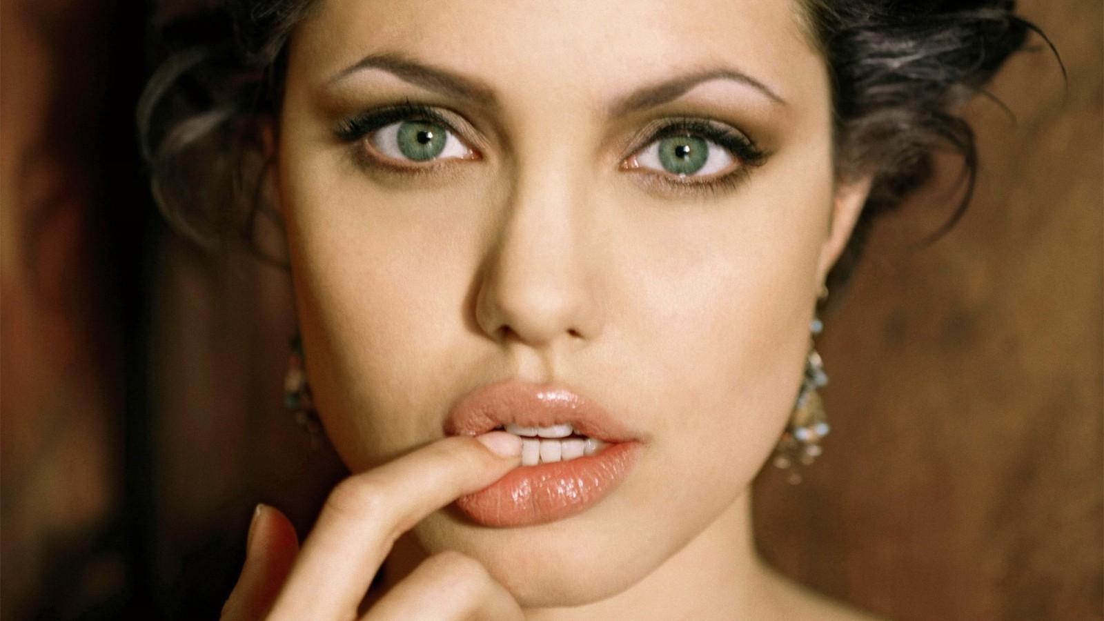 Romantic-Angelina