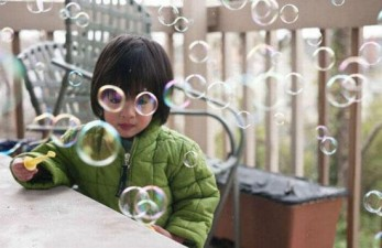 right-angle-girl-bubbles