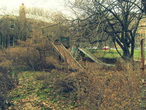 creepy-playgrounds-abandoned