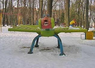 creepy-playgrounds-bugfacething