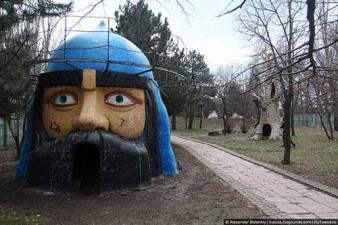 creepy-playgrounds-head