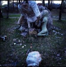 creepy-playgrounds-headlessstatue