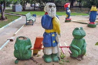 creepy-playgrounds-manandfrogs